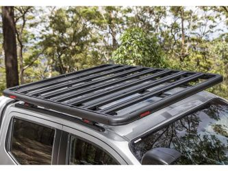 yakima lock n load platform on np300 navara bush background